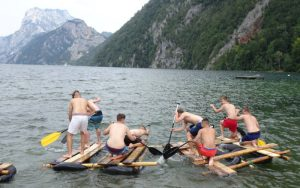 Teambuildingwettbewerb Floßbau